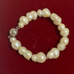 CLEARANCE Pearls Bracelet with Magnetic Clasp